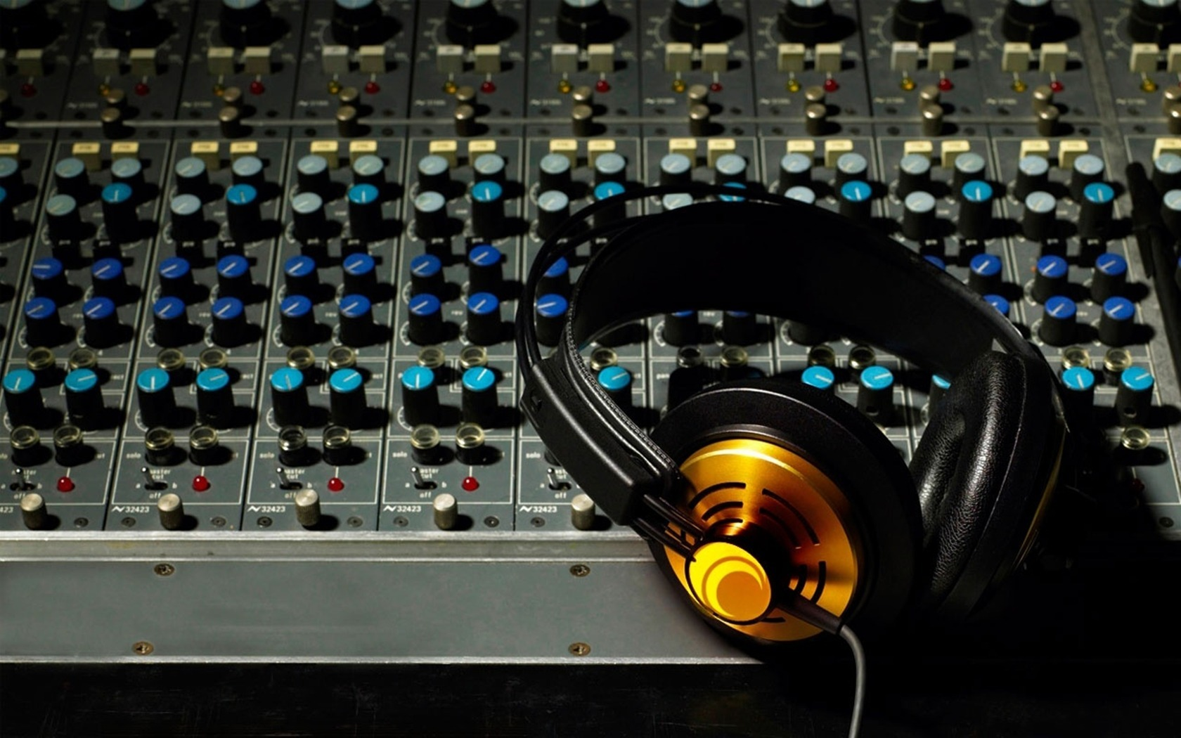 audio engineer Editing, creating, and recording sound is the main objective of an audio engineer since they manage numerous electronic equipment, technical skills and sonic sensibility are vital audio.